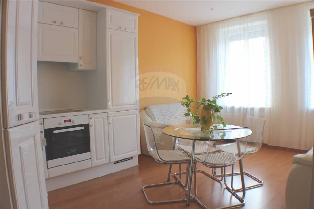 Na predaj plne zariadený 3-izbový byt v centre Bratislavy