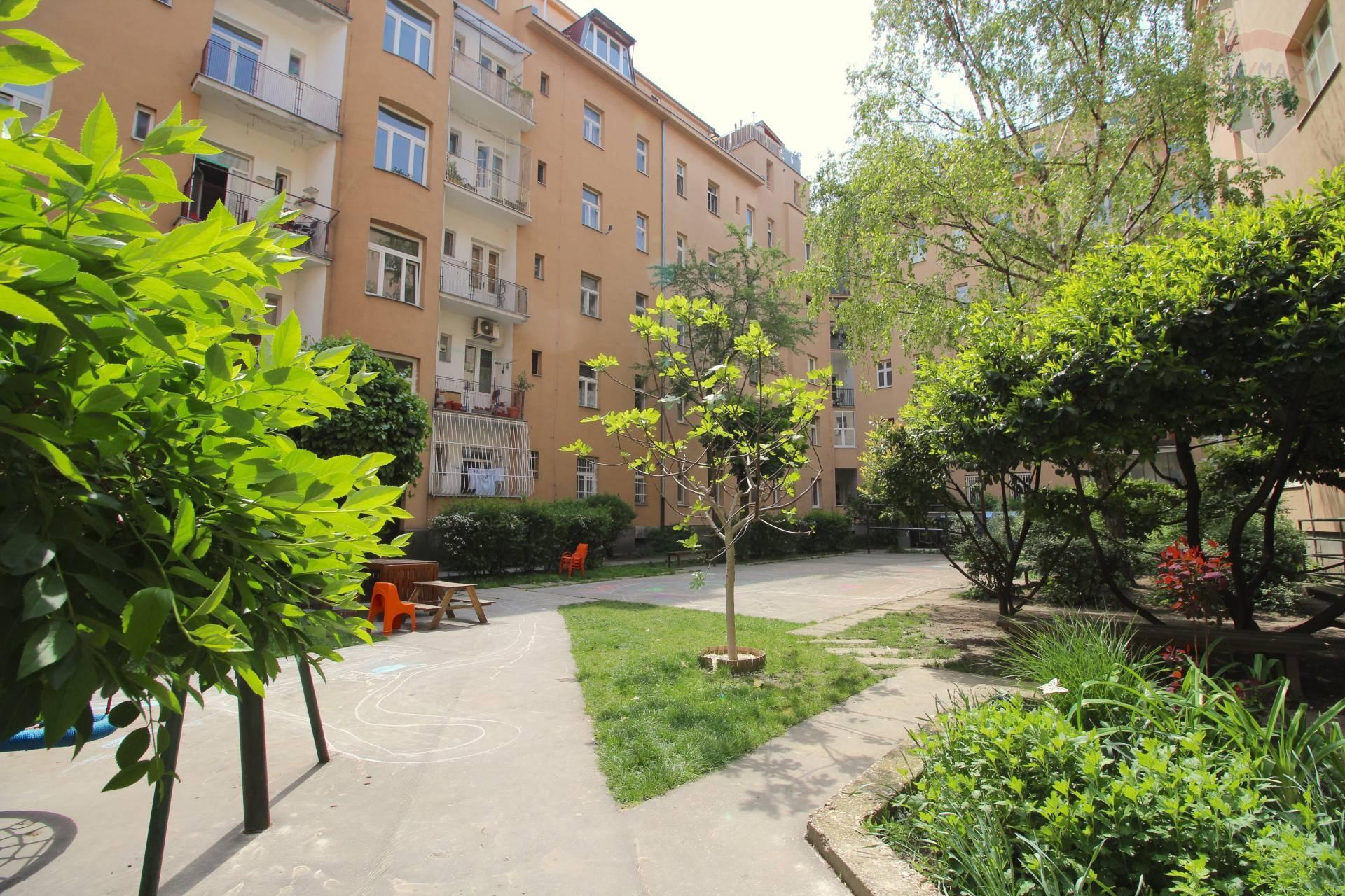 Predaj bytu (2-izbový) 88 m2, Bratislava - Staré Mesto