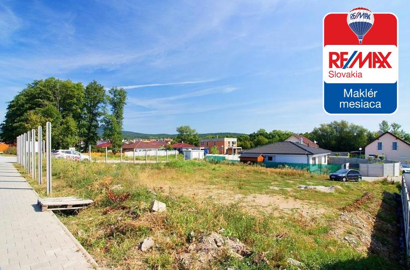 Predaj pozemku 909 m² Pezinok