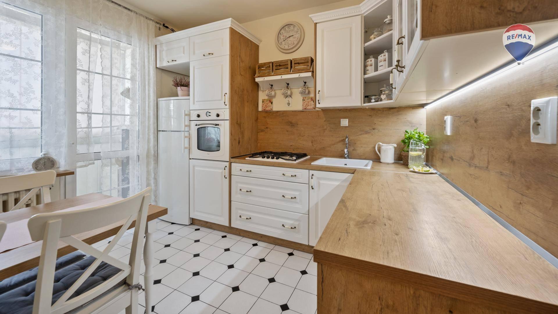 Predaj bytu (3 izbový) 70 m2, Bratislava - Petržalka